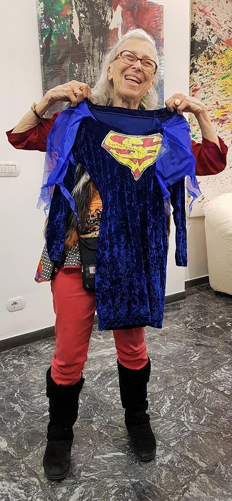 Coco Gordon mostra l'abito di SuperSkyWoman (come ama definirsi), gennaio 2020
